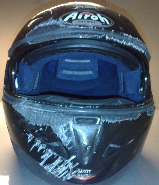 Helmet hit the asphalt at 80 km / h