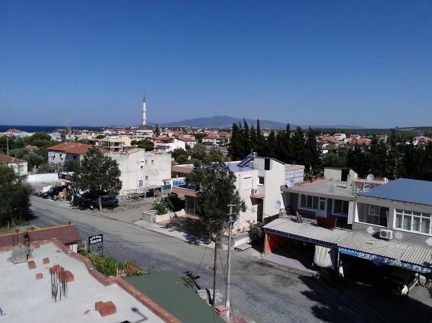 Utsikt over byen Aliaga fra hotell Sakran