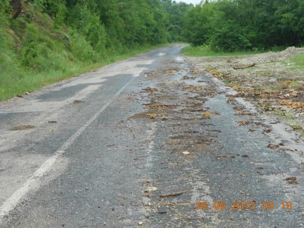 Dårlige Bulgarske landeveier etter regnvær