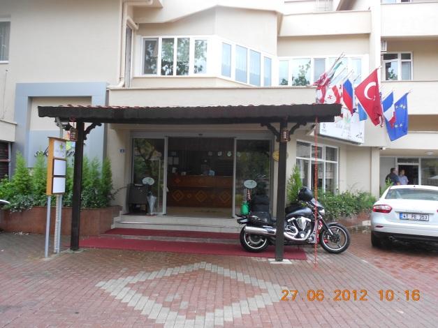 På utsiden av hotellet i Istanbul