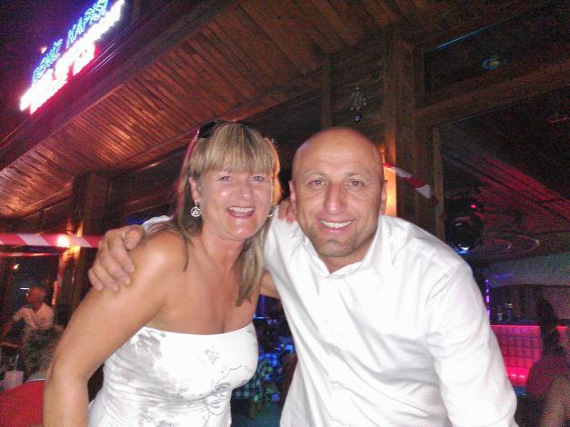 En øl sammen med Bruce i Icmeler, på  strand restauranten Denitz Kapisys