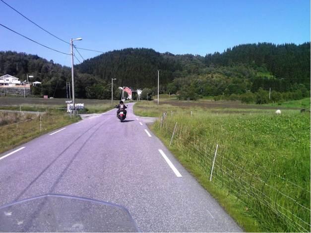 HD 883 på vei til Totland