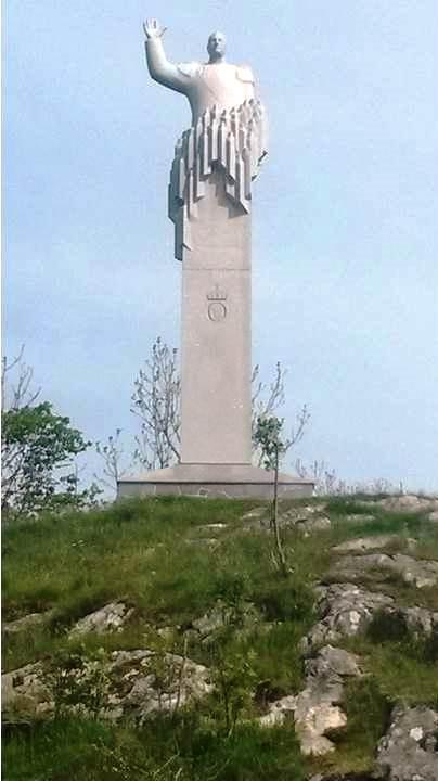 Olav-statuen i Skjerjehamn i Gulen