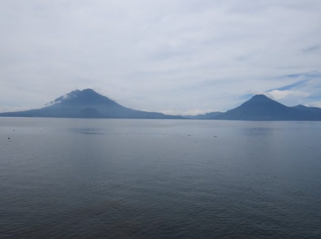 Atitlánsjøen med vulkanene: Atitlán, Tolimán og San Pedro
