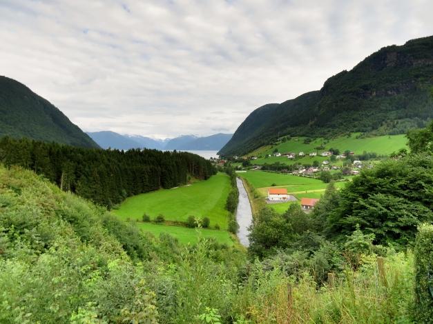 Utsikt ved Hove steinkirke i Vik kommune i Sogn og Fjordane
