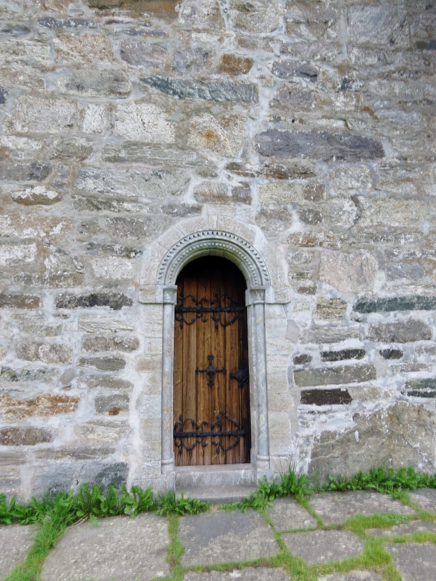 Hove steinkirke i Vik kommune i Sogn og Fjordane